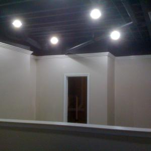 salon crown molding